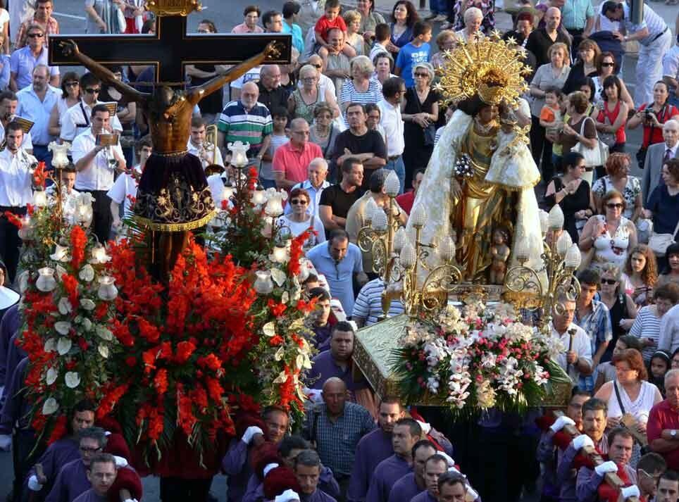 Cristo de la Fe y la Virgen de los Desamparados en la visita que le hizo la patrona el año pasado