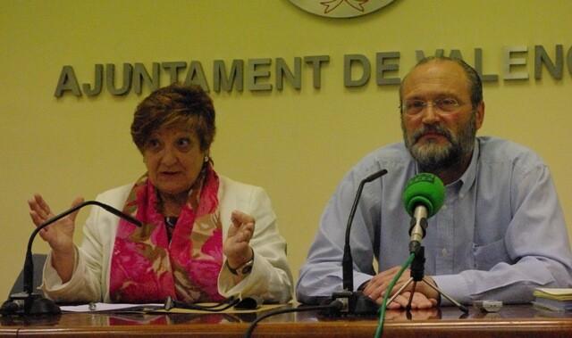 La concejala Isabelz Dolz y el portavoz socialista en el Emtre.