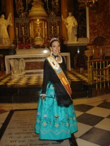 Sonia Martinez en el interior de la Basílica de la Virgen de los Desamparados.