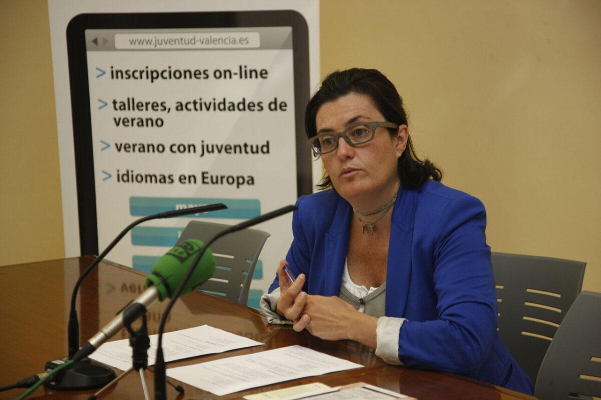 La concejal de Juventud Beatriz Simón en la presentación de las actividades/pepe sapena