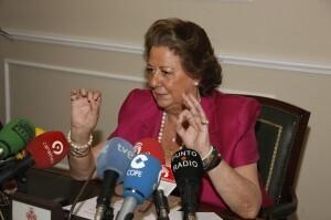 La alcaldesa de Valencia, Rita Barberá, durante la rueda de prensa que ha anunciado sus ideas sobre la subsede olimpica/pepe sapena