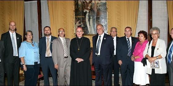 La junta directiva de la Hermandad de los Seguidores con el arzobispo Carlos Osoro