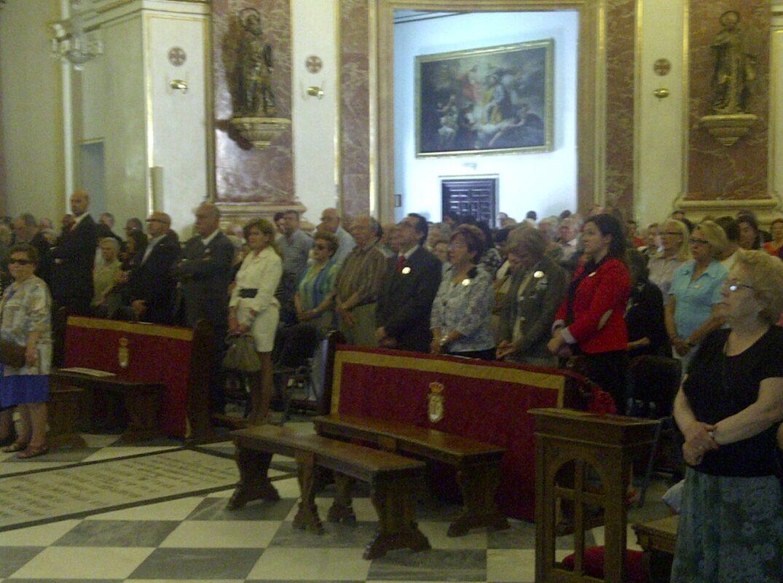 Seguidores y directivos de la hermandad en la misa de hoy en la Basílica/vlc