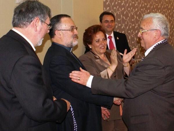 Entrega de la medalla de plata de la junta mayor a Pascual Andrés/eos