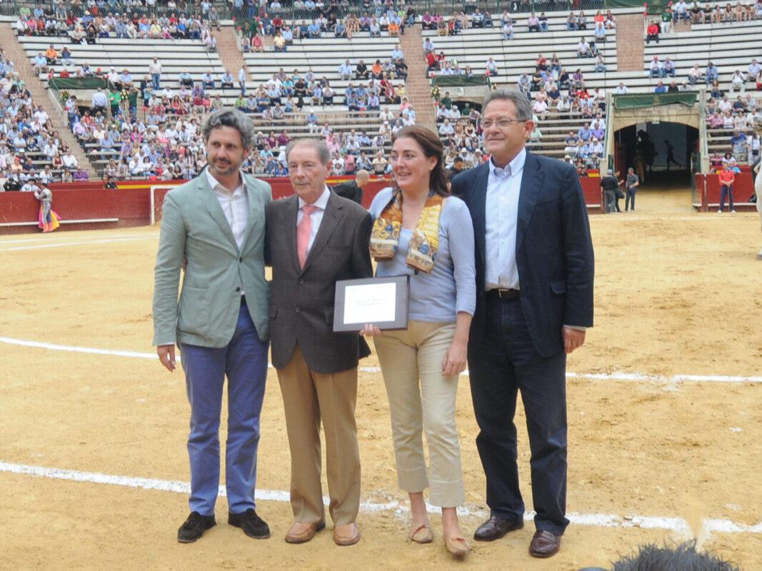 Monpó recibió el homenaje en la arena de la plaza de Toros de Valencia/dival