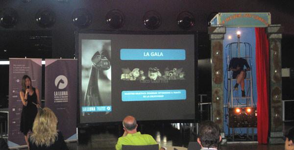 La Mujer Sin Cabeza, del Circo GranFele, ameniza la presentación del V Festival La Lluna