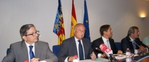 El director general de la Autoridad Portuaria de Valencia, Ramón Gómez Ferrer, a la izquierda.