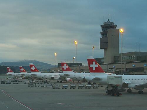 Aviones de la compañía aérea Swiss en las pistas de Manises