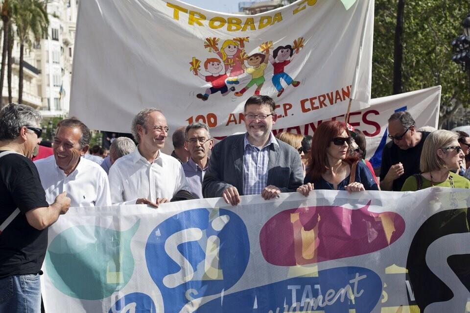 Ximo Puig junto a Ciscar y otros dirigentes socialistas en la ¨cercavila¨ de les trobades/pspv