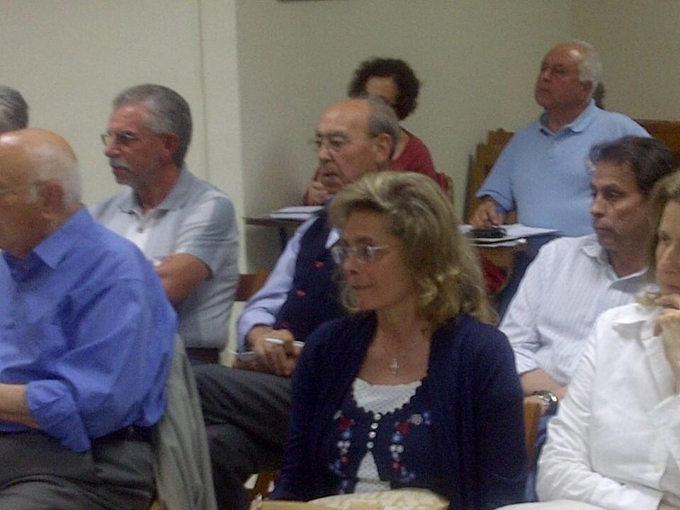 La asesora de Parques y Jardines, María José Alcón, en la reunión con los vecinos/p.varea