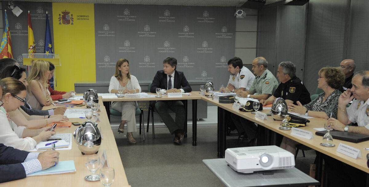 La delegada del Gobierno durante la reunión de la junta de seguridad