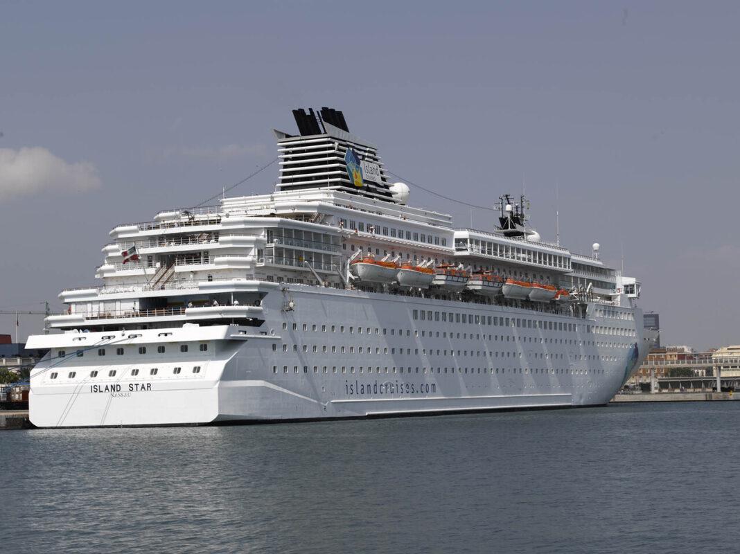 Un crucero en las aguas del puerto de Valencia