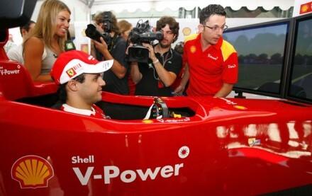 Felipe Massa en el simulador profesional Shell