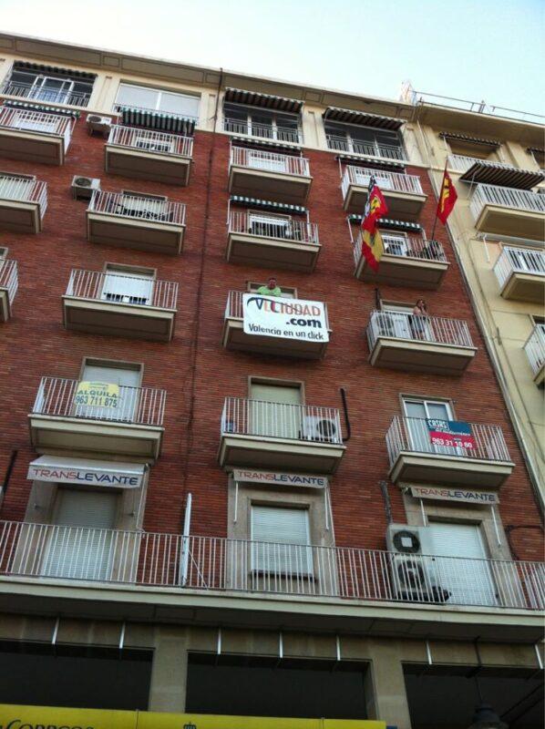 Vlcciudad también estuvo en el Gran Premio informando desde un balcón de J.J.Dominé