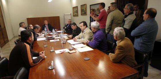 Un grupo de trabajadores entró a una reunión pasada y habló con el presidente de la EMT, Alfonso Novo