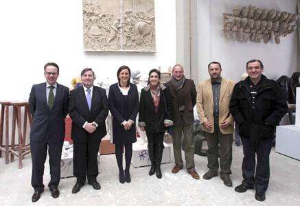 La consellera durante la visita al gremio de artistas fallero de Valencia/gva