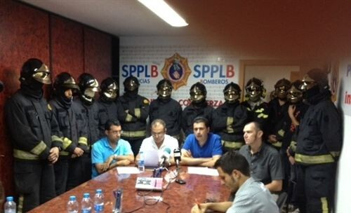 Dirigentes del SPPLB en las dependencias sindicales junto a otros efectivos del cuerpo./spplbiv