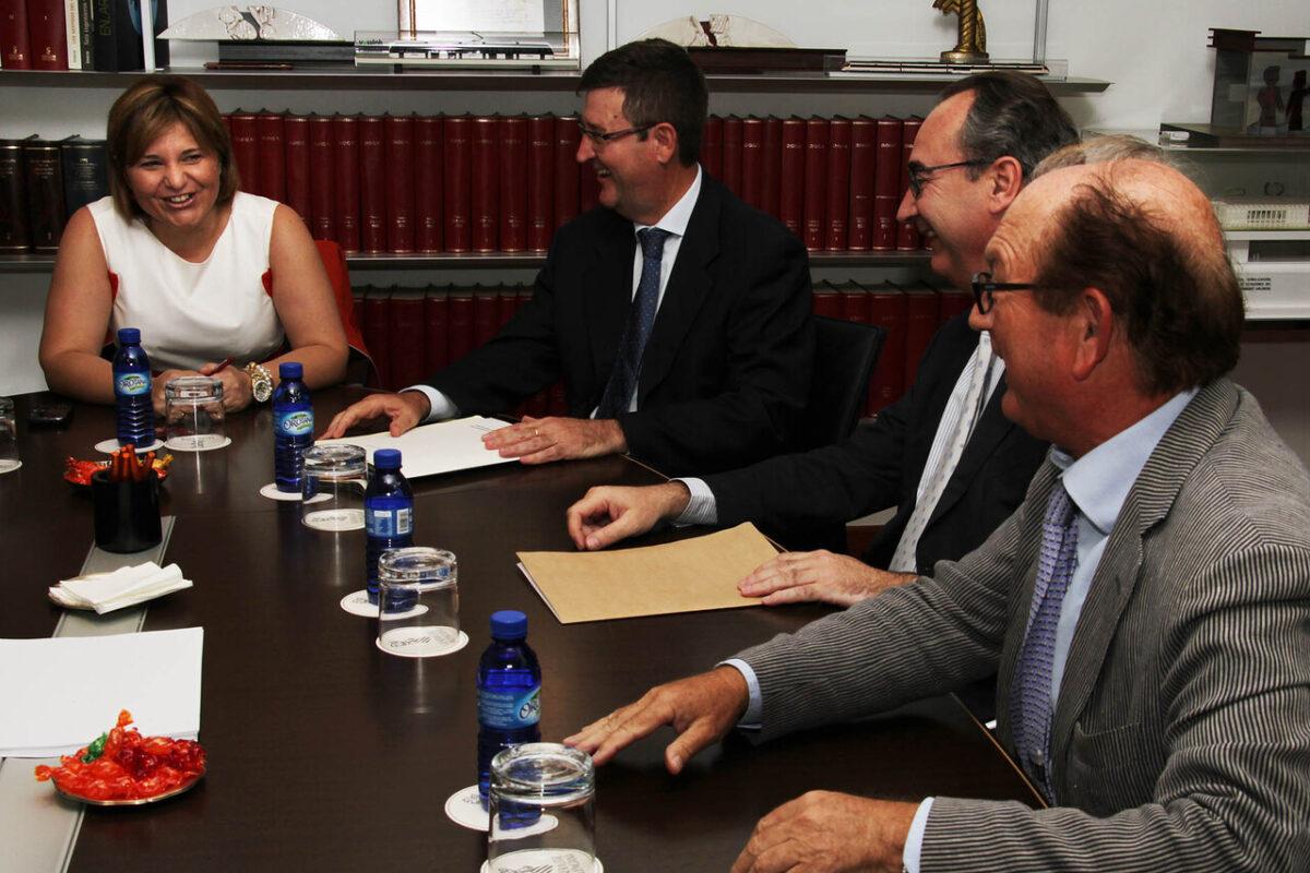 La consellera Boning con Ismael Ferrer que vuelve a desempeñar la jefatura de la Demarcación de Carreteras/gva