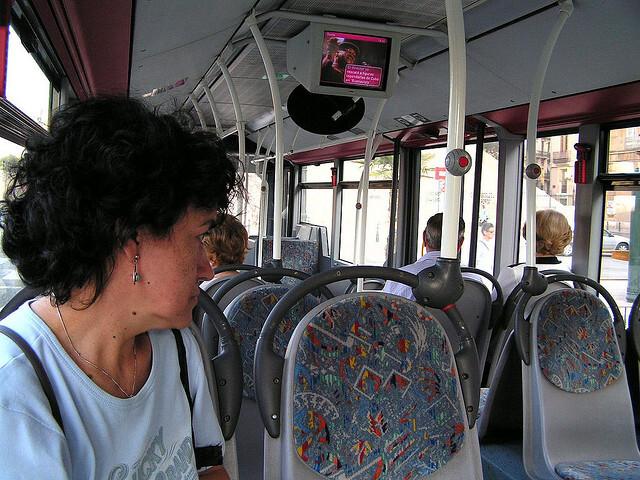 Interior de un bus de la emt
