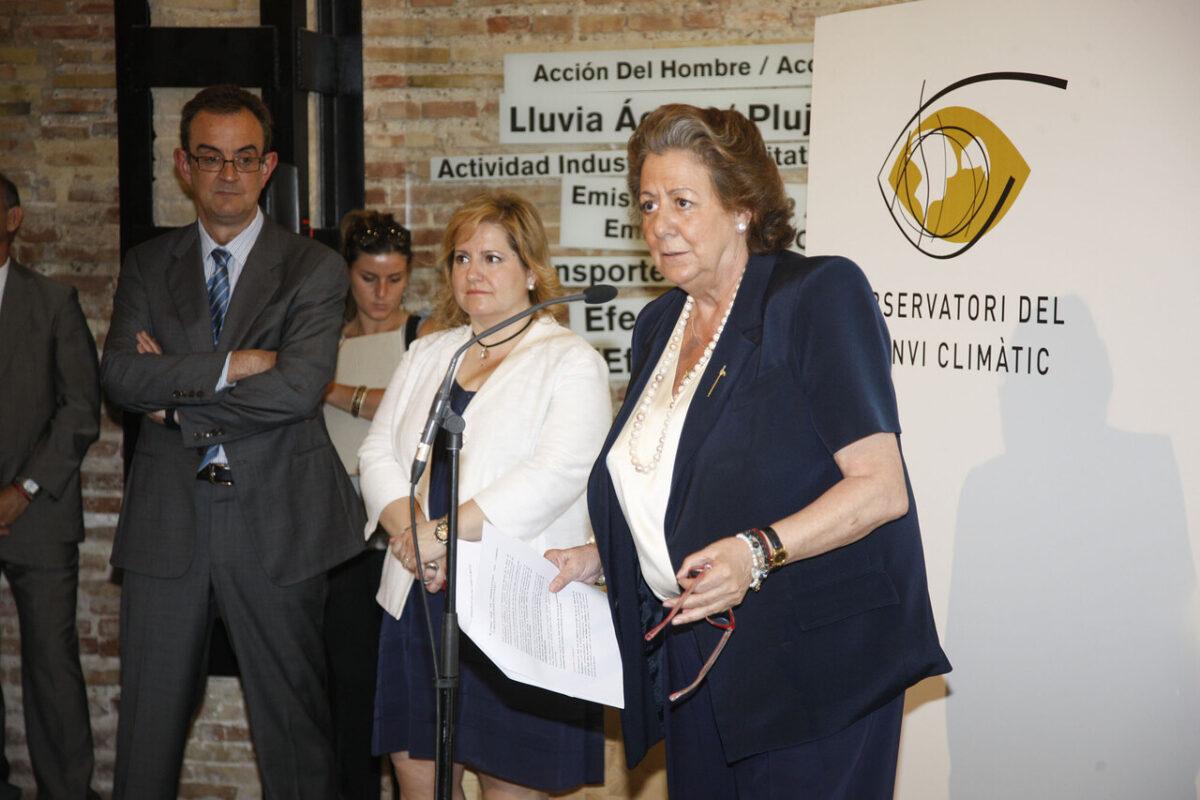 La alcaldesa pronuncia el discurso en el edificio del Observatorio