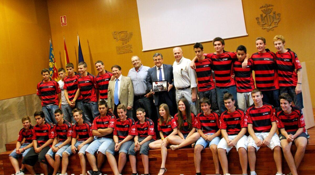 Los campeones de España SUB-16 del CAU con el edil de Deportes
