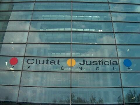 Fachada del edificio de la Ciudad de la Justicia