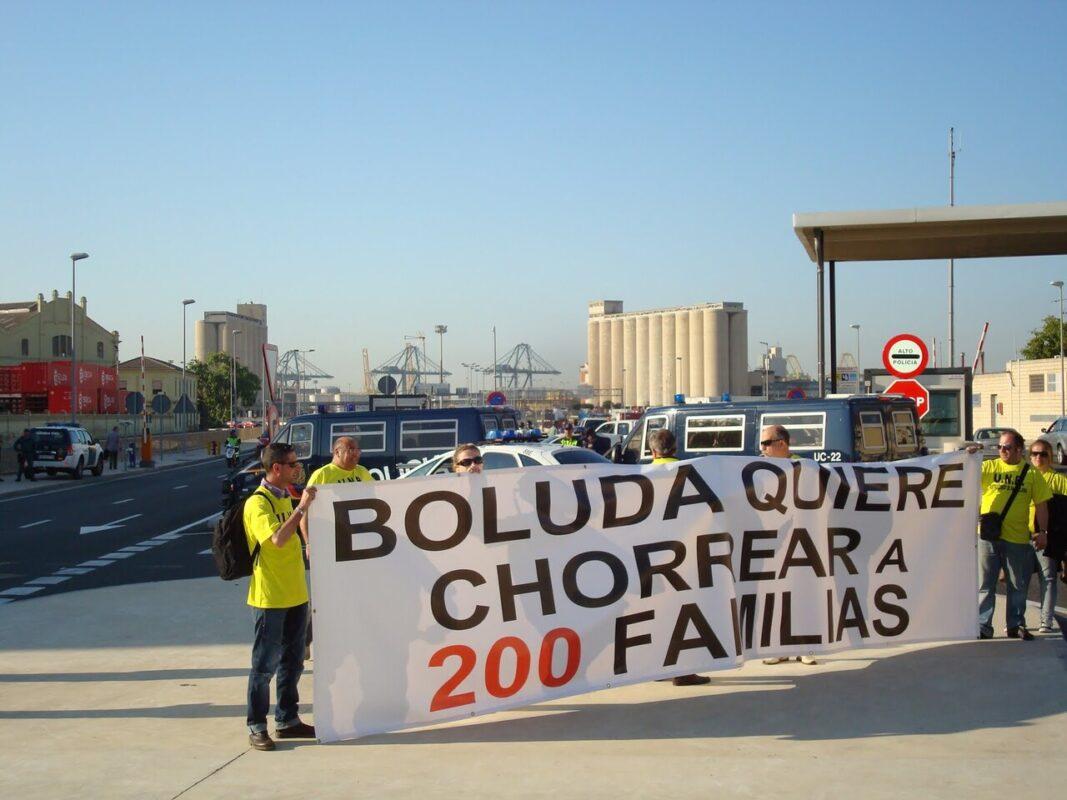 Trabajadores de la Unión Naval de Barcelona en las instalaciones de Valencia el año pasado