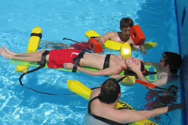 Curso de socorrismo en una piscina
