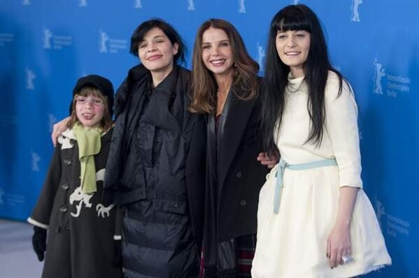 Las protagonistas de la película que abre el festival de Cinema Jove con Victoria Abril