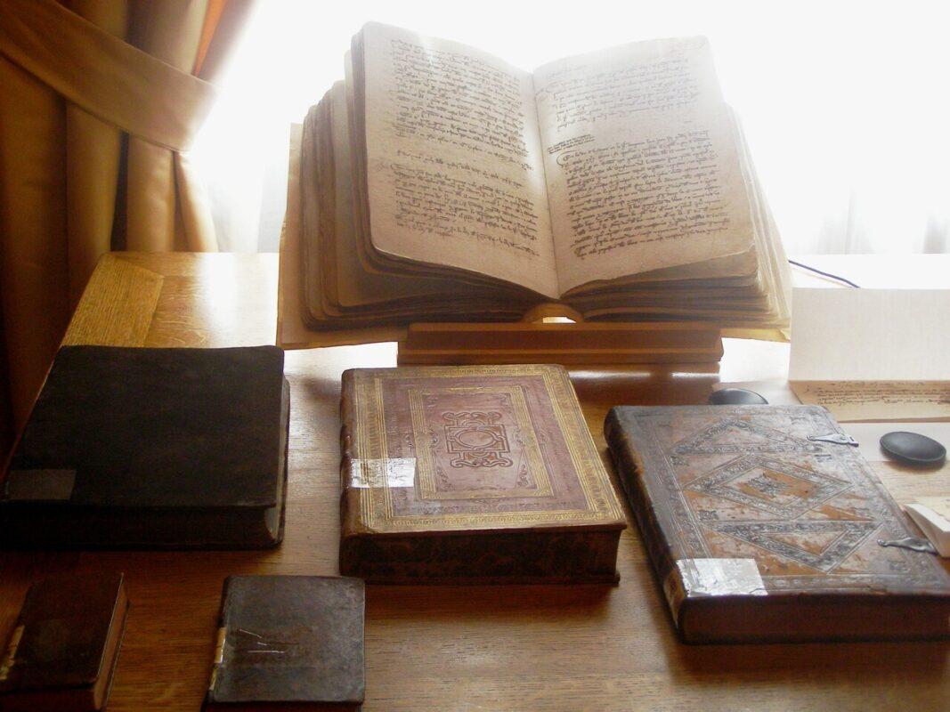 Los ejemplares que ha restaurado el Instituto de Restauración/pepe sapena