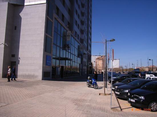 Fachada del hotel Novotel Valencia Palacio de Congresos