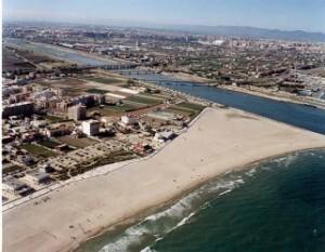 Vista aérea de la playa de Pinedo y primeras edificaciones