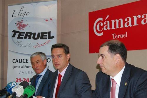 Los responsables de la Cámara y turísticos de Teruel en la presentación de las actividades previstas