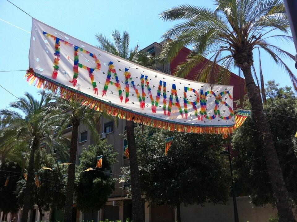 Pancarta de la Nueva Fiesta de los Tranviarios anunciando las fiestas
