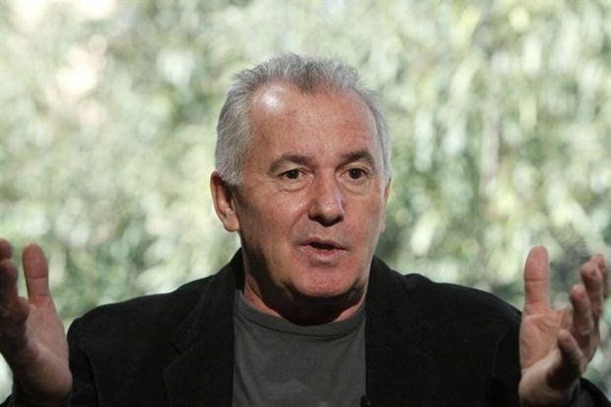 El cantautor español Víctor Manuel