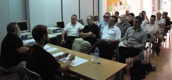 Un momento de la reunión de ésta mañana en la sede vecinal de Benicalap