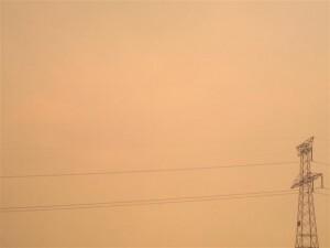 Aspecto del cielo en la ciudad de Valencia durante el incendio de Cortes de Pallás