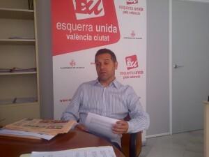 Amadeu Sanchis durante la entrevista con VLCCiudad en su despacho del ayuntamiento/VLCCiudad