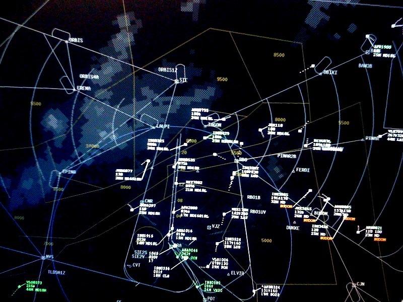 Pantalla de radar del Centro de Control de Torrejón la pasada noche.Controladores aéreos