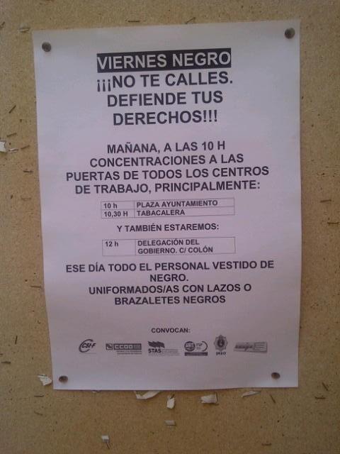 Carteles que han colgado las secciones sindicales del Ayuntamiento de Valencia