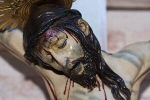 La cara del Cristo es la parte que aún queda de principios del siglo XV por su majestuosa serenidad