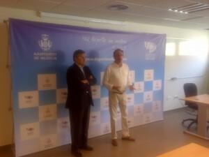El edil de Deportes, Cristóbal Grau, y el presidente de la federación de esgrima, Vicente Safont.