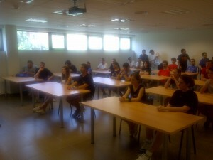 Un grupo de asistentes al curso durante la presentación
