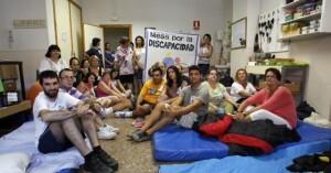 Encierro en el centro de discapacitados de La Torre en Valencia por la deuda del Consell. / JORDI VICENT