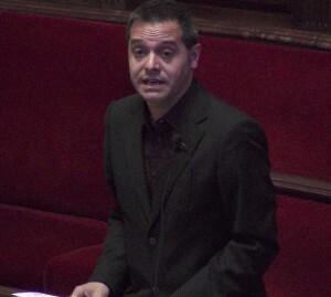 El portavoz de EU en el pasado pleno del ayuntamiento durante una intervención/VLCCiudad