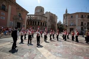 La Triuggio Marching Band en la plaza de la Virgen. Eva Ripoll