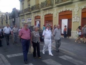 El Comandante Naval de Marina y otras autoridades en el cortejo/vlcciudad