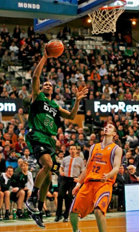 Valencia Basket. Clay Tucker