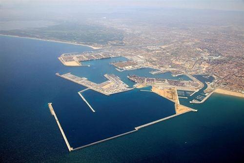 Vista aérea de la ampliación del puerto con las playas del Saler al norte y las Arenas al sur/apv