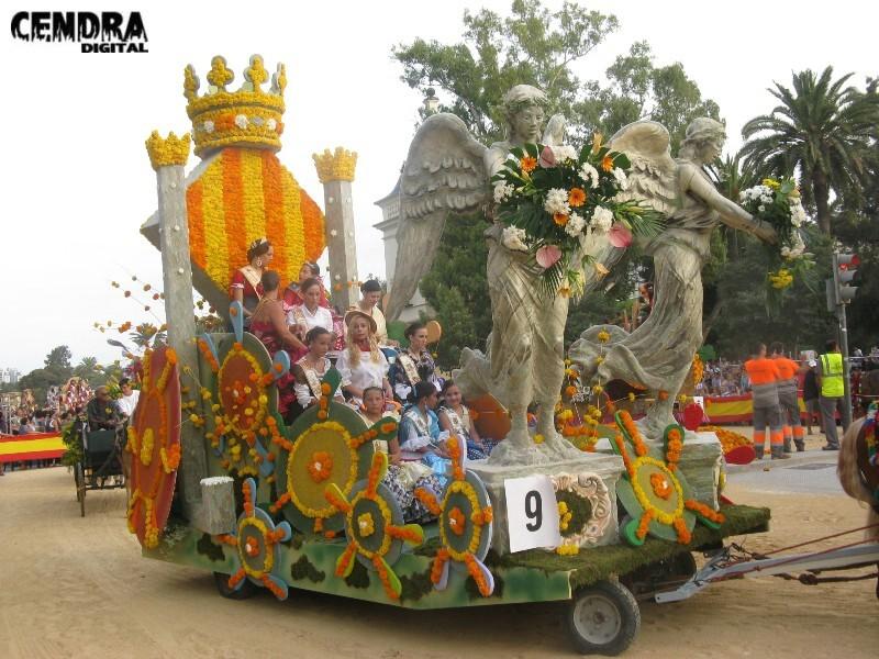 La carroza que tripularon las casas regionales la hizo Marc Carpinteria Artistica